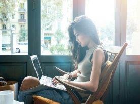 Woman Laptop 651